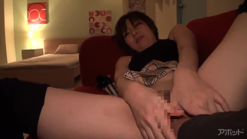 エロ動画、ミニスカTバックブーツに快感射精の表紙画像