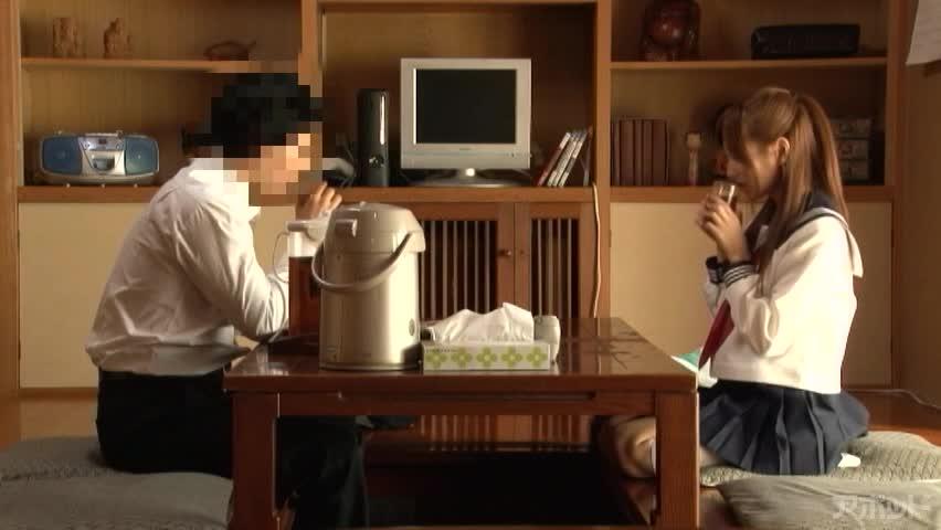 エロ動画、両親がいない日、家で彼女とヤリまくった 絵色千佳の表紙画像
